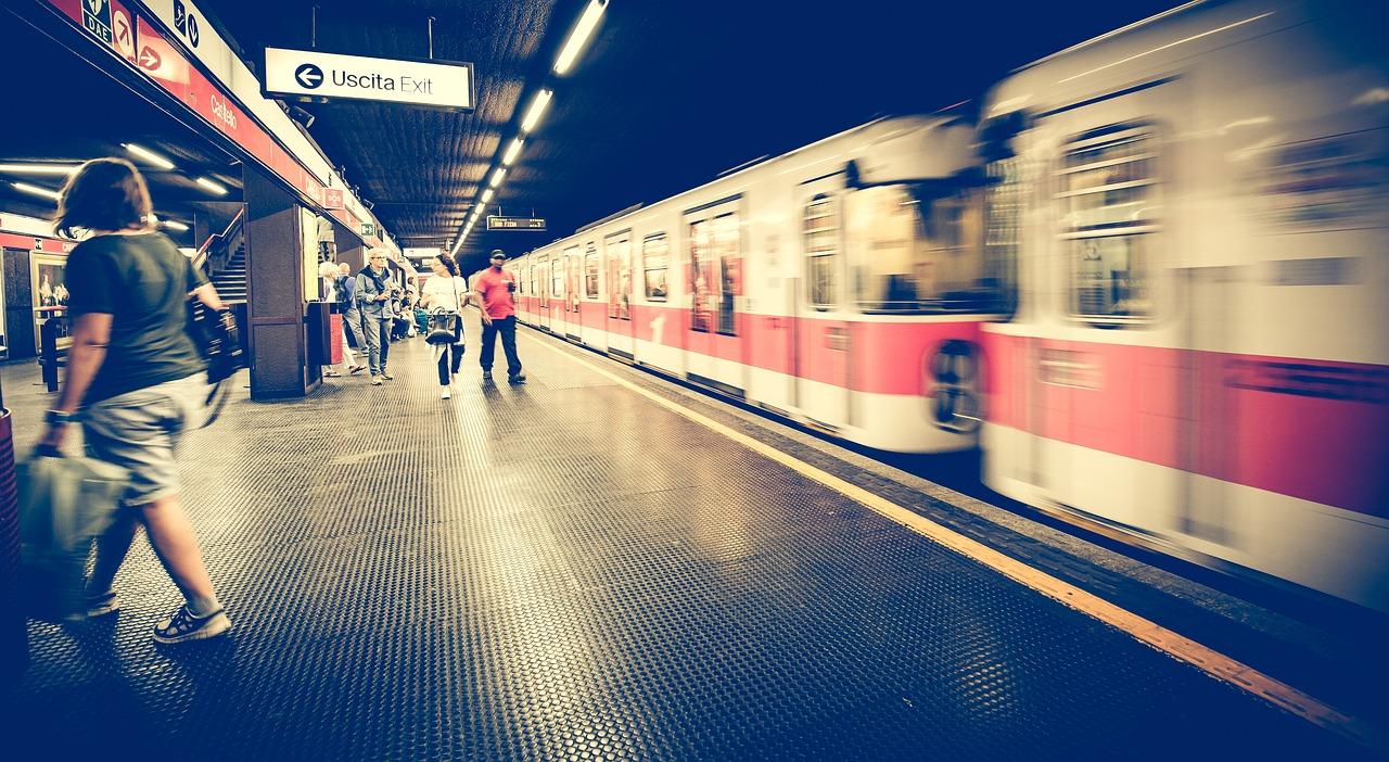 metro-1807913_1280