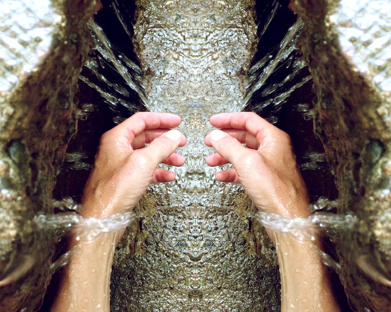 hands-809870_1280