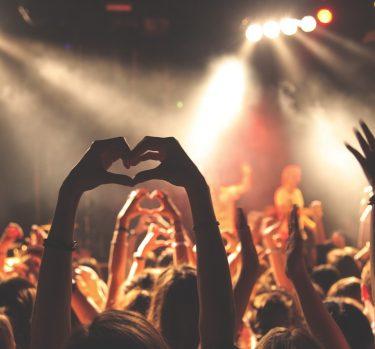 Relaciones parasociales: famosos y fans